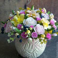 Delightful arrangement of flowers. Easter Flower Arrangements, Beautiful Flower Arrangements, Flower Vases, Floral Arrangements, Beautiful Flowers Wallpapers, Beautiful Rose Flowers, Flowers For Algernon, Bride Flowers, Clay Flowers