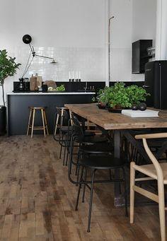 tabouret bar table avec dec chaises hauts noir bois cuisine