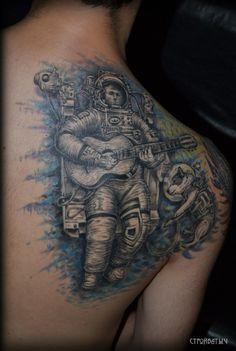 Тату Космонавт с гитарой и собака