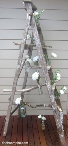 Vintage Ladder and Driftwood Flower Display Old Ladder, Vintage Ladder, Wooden Ladder, Vintage Party, Vintage Decor, Vintage Country, Ideas Geniales, Party Pictures, Deco Table
