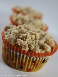 Crumb Topped Pumpkin Cream Cheese Muffins, DELISH!