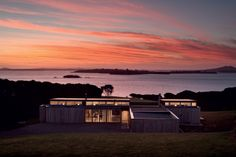 Nestling into its site this house by architect John Ingham revels in its island setting.