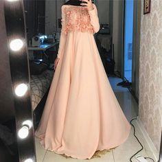فستان مناسب للحجاب Kebaya Dress, Hijab Dress, I Dress, Niqab Fashion, Modest Fashion, Fashion Outfits, Hijab Wedding Dresses, Boho Wedding Dress, Beautiful Hijab