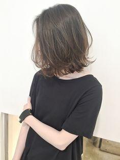 Curl at bottom Chic Hairstyles, Pretty Hairstyles, Medium Hair Styles, Short Hair Styles, Beautiful Haircuts, Hair Arrange, Lob Haircut, Short Straight Hair, Hair Color Balayage