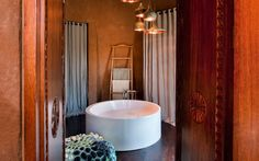 south-african-villa-with-cave-like-interiors-and-observatory-18.jpg