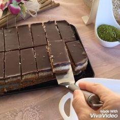 Bu lezzet dilimlerinden yapmaya Ne dersiniz HINDISTANCEVIZLİ DİLİMLER〰 Malzemeler Alt Tabanı 80 gr.Tereyağı eritilir. 2 paket yulaflı…