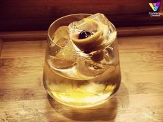 Poción de Amor es un #cocktail aperitivo creado por el #barman Giuseppe Baldi. Descubra como preparar su Porción de Amor en: http://cocteleriacreativa.com/esp/recipes/detail/203/Pocion_de_Amor