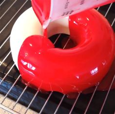 http://www.boredpanda.com/mirror-glazed-marble-cake-olganoskovaa/?utm_source=facebook