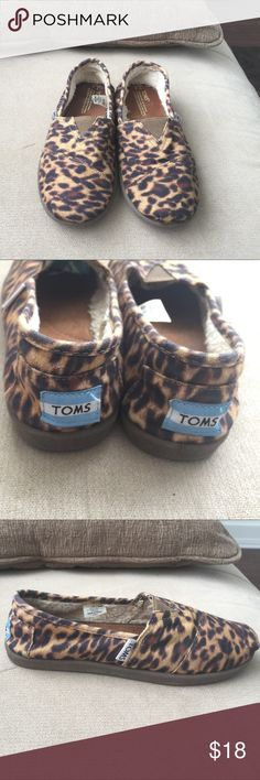 Toms Girl's shoes Size 2. Used but great condition, Cotten upper, TPR sole. TOMS Shoes Moccasins