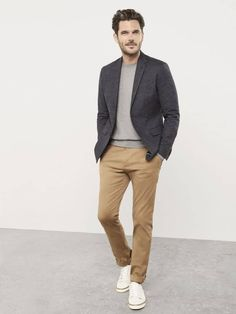 What Are Chinos and How Men Should Wear Them? Office Casual Men, Mens Smart Casual Outfits, Business Casual Attire For Men, Smart Casual Shirts, Smart Casual Menswear, Men Casual, Smart Casual Man, Smart Casual Evening Wear, Dress Code Casual