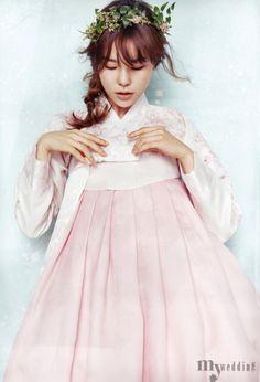 Korean Culture Fashion- Appreciate the Hanbok Korean Traditional Clothes, Traditional Fashion, Traditional Dresses, Korean Fashion Trends, Korea Fashion, Asian Fashion, Fashion Styles, Korean Dress, Korean Outfits