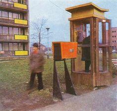 telefonní budka socialismus - Hledat Googlem Retro 2, Retro Vintage, Telephone Booth, Vintage Phones, Socialism, Play Houses, Techno, Childhood Memories, Bratislava