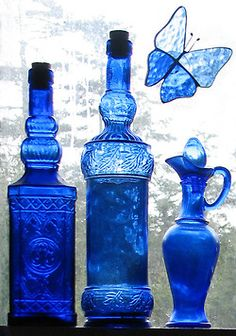 I LOVE cobalt blue glassware Im Blue, Love Blue, Blue And White, Bottles And Jars, Perfume Bottles, Blue Bottle, Blue Glass Bottles, Himmelblau, Turquoise