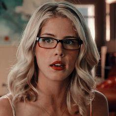 Arrow Felicity, Felicity Smoak, Arrow Memes, Emily Bett Rickards, Female Actresses, Badass Women, Green Arrow, Girl Face, My Crush