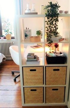Use the Ikea Kallax shelf to create a private cosy desk area! Use the Ikea Kallax shelf to create a private cosy desk area! The post Use the Ikea Kallax shelf to create a private cosy desk area! appeared first on Raumteiler ideen. Ikea Kallax Shelf, Ikea Kallax Regal, Kallax Shelving, Shelving Units, Ikea Kallax Desk, Shelf Units, Room Divider Ideas Bedroom, Room Decor, Room Dividers