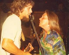 Steve (September 19, 1949 - October 20, 1977) and Cassie Gaines (July 5, 1948 - October 20, 1977) both American singer and guitarist (the band Lynyrd Skynnyrd).