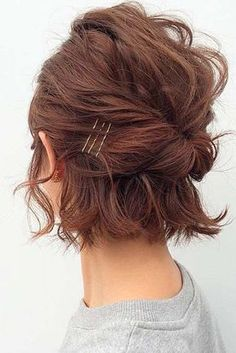 Easy Updo Hairstyles for Short Hair picture 2 frisuren frauen frisuren männer hair hair styles hair women Short Hair Images, Short Hair Styles Easy, Curly Hair Styles, Short Hair Updo Easy, Short Bob Updo, Hairstyles For Short Hair Easy, Medium Haircuts, Boho Hair Short, Ponytails For Short Hair