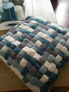 Discover thousands of images about Apskatīt ziņojumu - Inbox Mail Crochet Lego, Crochet Quilt, Knit Or Crochet, Crochet Crafts, Yarn Crafts, Hand Crochet, Crochet Projects, Crochet Stitches Patterns, Knitting Patterns Free