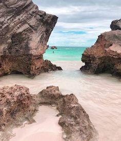 Pink Sand in Beautiful Bermuda Bermuda Vacations, Bermuda Beaches, Vacation Spots, Beach Hairstyles, Men's Hairstyle, Funky Hairstyles, Formal Hairstyles, Ponytail Hairstyles, Hairstyles Haircuts