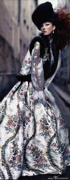 Vogue US by Craig McDean. Oscar de la Renta's final couture show for Pierre Balmain.