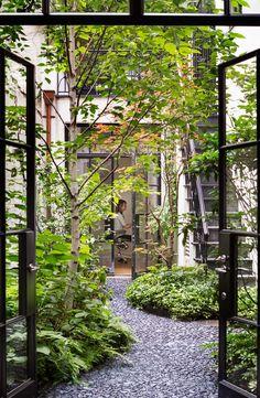 Jardim de inverno na área central.  Fotografia: http://www.decorfacil.com