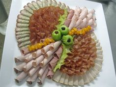 15 inspirations for ham, salami and cheese platters - kalte Platten - Wurst Whipped Goat Cheese, Fried Goat Cheese, Salami And Cheese, No Cook Appetizers, Quick And Easy Appetizers, Cheese Appetizers, Party Trays, Party Buffet, Deco Nouvel An