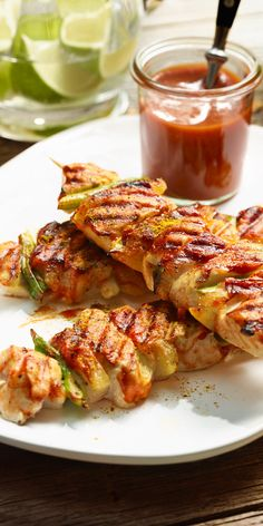 Grilled chicken shish kebab in curry sauce - These chicken skewers are guaranteed not to dry. Bacon, curry and pineapple bring flavor and spice. Barbecue Sauce Recipes, Grilling Recipes, Pork Recipes, Chicken Recipes, Bbq Sauces, Shish Kebab, Kebabs, Chicken Shashlik, Salsa Curry
