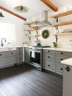 Such a breathtaking before and after (a farmhouse kitchen) #Homedecoratingkitchen