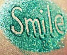 Smile , smile Uśmiech masz przed oczami  Tym uśmiechem nie będziesz tylko ty Ale ktoś więcej  Twoja miłośc <3