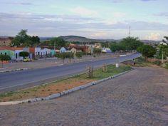Avenida Central de Antonina do Norte, Ceará, Brasil.  Fotografia: Maria da Glória Arraes.