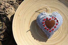 alevra003 / Srdiečko vidiek 1 (červené ružičky/biele lístky)