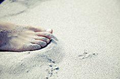 【ヴィーナスアカデミー】ビューティコラム#280 裸足って気持ちいい♡ 素足で過ごすのがいい3つの理由