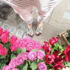 A little sale shopping finished off with the obligatory selfie shot outside Liberty #todayimwearing #rippedjeans #stripes #slides #fashion #streetstyle #shopping #selfie #fwis #flowers #pretty #liberty #london