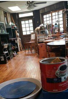 I like the general atmosphere of this room 44 Stunning Art Studios That Will Inspire You To Get Back To Work Art Studio Design, My Art Studio, Dream Studio, Painting Studio, Studio Ideas, Studio Organization, Dream Art, Working Area, Art Studios