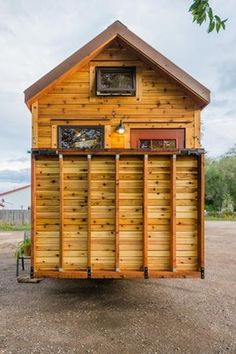 Compact tiny house cuts the cord for off-grid freedom - Ostergeschenke Basteln Tiny House Storage, Small Tiny House, Best Tiny House, Tiny House Cabin, House With Porch, Tiny House Living, Tiny House Plans, Tiny House On Wheels, Living Room