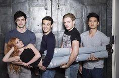 """""""The #Shadowhunters cast! (via @shadowhunterstv)"""""""
