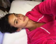 Victoria's Secret Angel Sara Sampaio arrives makeup-free to her Mzia Shiman oxygen facial, which is designed to give her that signature otherworldly glow.