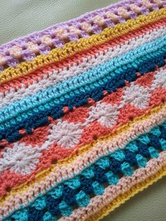 Crochet along week 7 - 2014. 2 rows of dc and 3 rows granny stripes. Tip : use a hook that's a half seize smaller for the granny stripes. I used a seize 4.