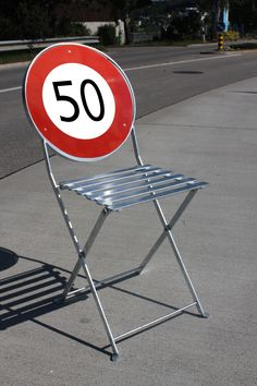 Made from an old traffic sign at the Massnahmenzentrum Uitikon (MZU) from young offenders. Outdoor Chairs, Outdoor Furniture, Outdoor Decor, Traffic Sign, Home Signs, Folding Chair, Furniture Collection, Home Decor, Centre