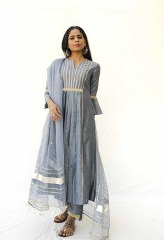 Silver Ring Repair Near Me Referral: 1120335896 Silk Kurti Designs, Kurta Designs Women, Kurti Designs Party Wear, Simple Pakistani Dresses, Pakistani Dress Design, Indian Dresses, Indian Designer Outfits, Designer Dresses, Party Wear Dresses