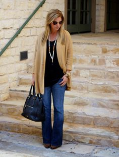 Cozy cardigan for fall. basic outfit idea.