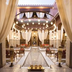 Before heading back out to the medina, we stopped in the bar of the Royal Mansour for a drink. We walked around the lobby as the sun was setting and the last bit of light wafted through the open courtyard.