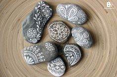 Do you like collecting rocks as much as I do? I especially love the smooth, round ones that fit in the palm of my hand. It goes without saying that my box of stones is filled to the brim regularly. If that happens, it's time for a rocky project! Painting rocks is like art therapy for me. I randomly grab some rocks from my box and start painting them, without giving a thougt how I'd like them to turn out. The patterns just start to form on it's own. Sometimes I like the result, sometimes I…