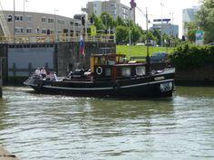 Historic tug Incona entering the Boerengat in Rotterdam (2009)