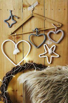 HAMPTON SC: Adornos navideños: estrellas y corazones Easy Christmas Decorations, Christmas Ornaments, Spool Knitting, Diy Nursery Decor, Wire Art, Country Chic, Simple Christmas, Poinsettia, Projects To Try