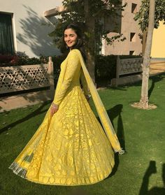 If you have missed Alia Bhatt Bridesmaid Look it is time to know all about it. All her dresses will excite you more if your best friend is getting married. Alia Bhatt Lehenga, Manish Malhotra Anarkali, Lehenga Choli, Banarasi Sarees, Indian Bridal Wear, Indian Wedding Outfits, Indian Outfits, Indian Wear, Mehendi Outfits