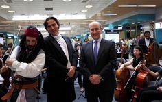 Constantino Martínez-Orts, Jack Sparrow y Jesús Valverde del Consorcio de Transportes de Madrid.#madrid #moncloa #gratis #muestra #concierto #orquesta