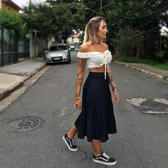 10 Looks Vans Old Skool Look Vans Looks Com Vans Looks Com Vans preto Looks Vans Old Skool van Vans Old Skool vans preto e branco Mode Outfits, Skirt Outfits, Casual Outfits, Fashion Outfits, Fashion Tips, Fashion Clothes, Fashion Ideas, Look Fashion, Trendy Fashion