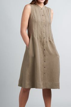 Linen Pin Tucks Sleeveless Dress MUST have dress for Summer! Flattering Dresses, Casual Dresses, Casual Outfits, Summer Dresses, Kurta Designs, Pin Tucks, Womens Fashion, Fashion Trends, Fashion Ideas