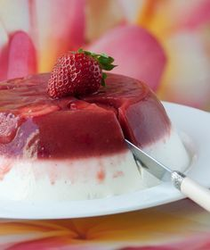 Γλυκό γιαούρτι με ζελέ φράουλας Greek Sweets, Greek Desserts, Light Desserts, Party Desserts, Greek Recipes, Jello Recipes, Sweets Recipes, Cake Recipes, Yummy Snacks
